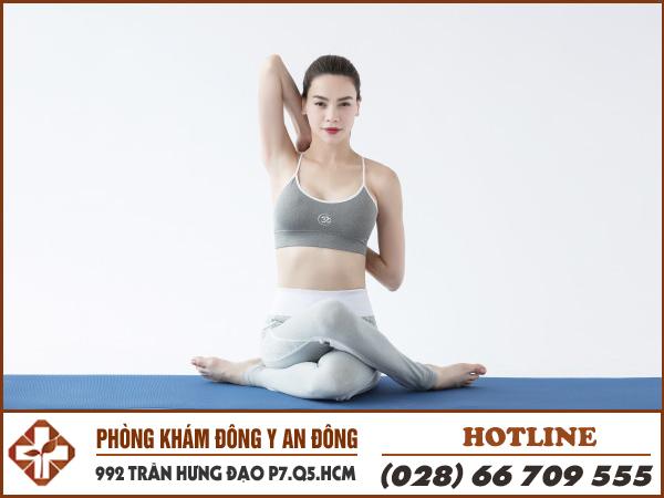 bai tap yoga chua dau lung tai nha