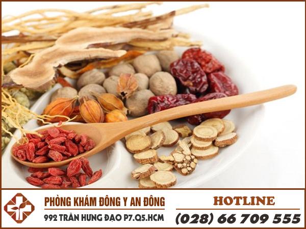 phong kham dong y an dong chua benh cham nhu the nao